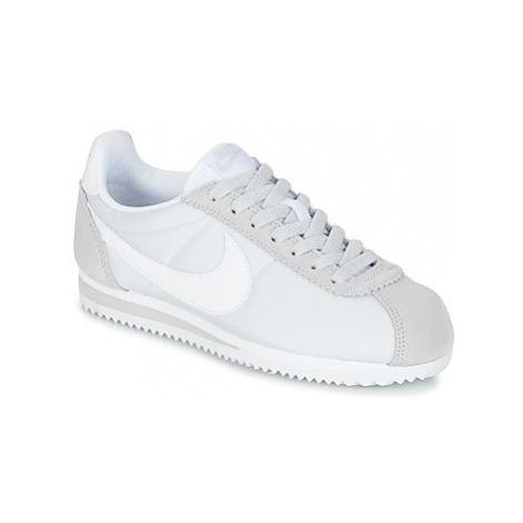 Nike CLASSIC CORTEZ NYLON W women's Shoes (Trainers) in Grey