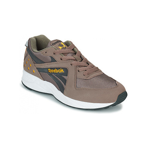 Reebok Classic PYRO men's Shoes (Trainers) in Grey