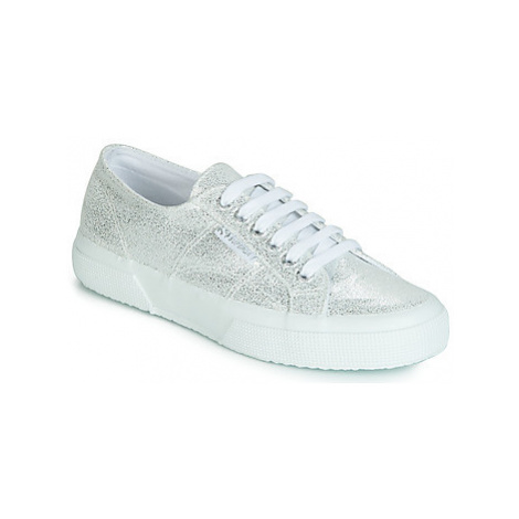 Superga 2750 JERSEY FROST LAME W women's Shoes (Trainers) in Silver