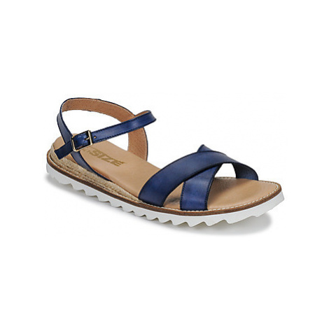 So Size ITENIPO women's Sandals in Blue