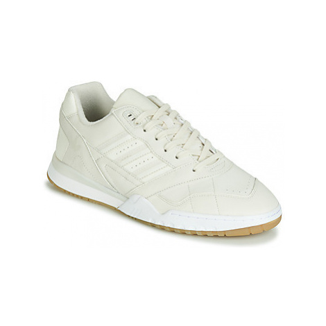 Adidas A.R. TRAINER men's Shoes (Trainers) in Beige