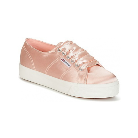 Superga 2730 SATIN W women's Shoes (Trainers) in Pink