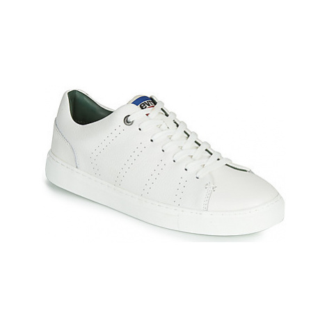 Levis VERNON SPORTSWEAR men's Shoes (Trainers) in White Levi´s