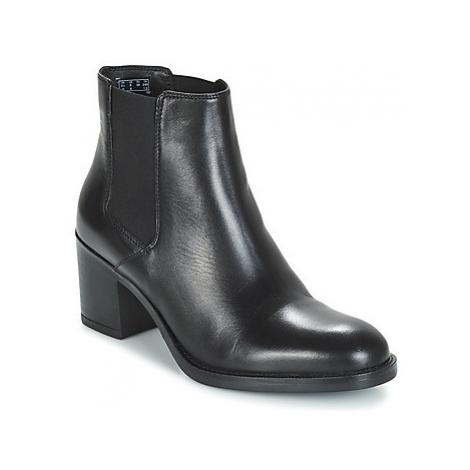Clarks Mascarpone Bay women's Low Ankle Boots in Black