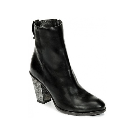 Moma CUSNA NERO /CUOLO PIETRA women's Low Ankle Boots in Black