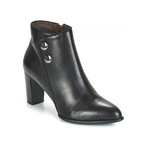Perlato BEODS women's Low Ankle Boots in Black