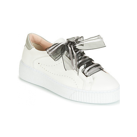 Tosca Blu CAMILLE women's Shoes (Trainers) in White