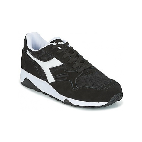 Diadora N902S women's Shoes (Trainers) in Black