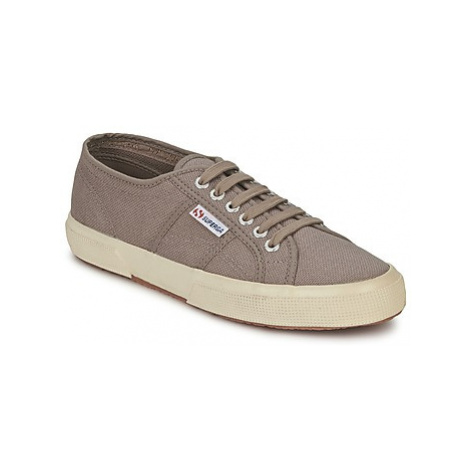 Superga 2750 CLASSIC women's Shoes (Trainers) in Brown