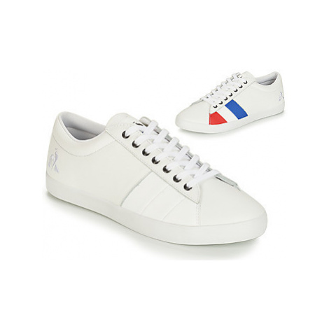 Le Coq Sportif FLAG men's Shoes (Trainers) in White