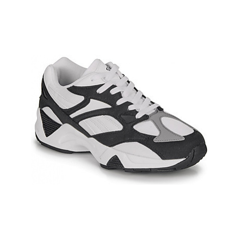 Reebok Classic AZTREK 96 women's Shoes (Trainers) in White