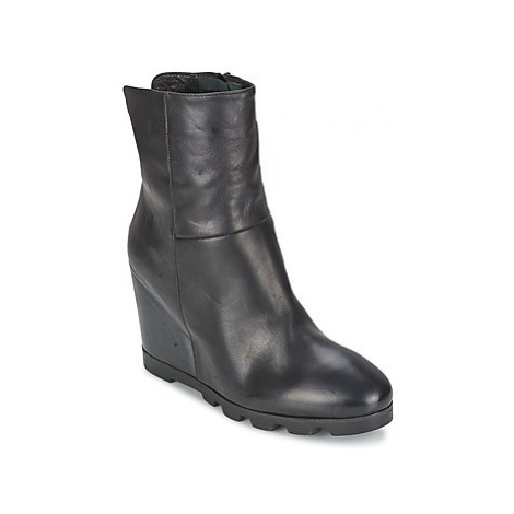 OXS IGLOO women's Low Ankle Boots in Black