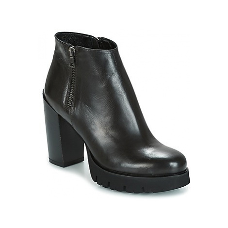 Now TUTTO women's Low Boots in Black