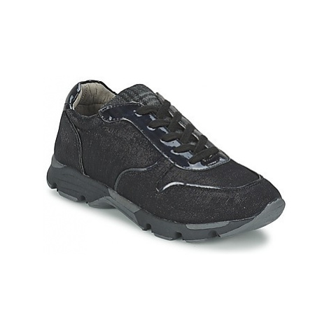 Bullboxer ERINI women's Shoes (Trainers) in Black