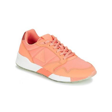 Le Coq Sportif OMEGA X W METALLIC women's Shoes (Trainers) in Pink