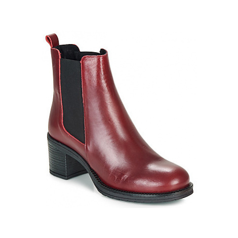 Betty London LOUE women's Low Ankle Boots in Red