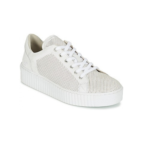 Mustang FAMO women's Shoes (Trainers) in White