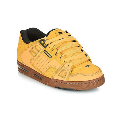 Globe SABRE men's Shoes (Trainers) in Yellow