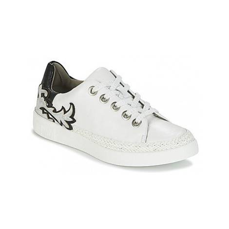 Mam'Zelle BRUNI women's Shoes (Trainers) in White