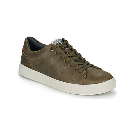 Levis VERNON SPORTSWEAR men's Shoes (Trainers) in Grey Levi´s