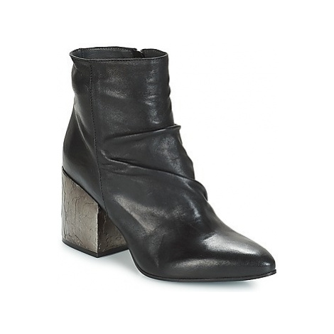 Now BOLOGNA women's Low Ankle Boots in Black