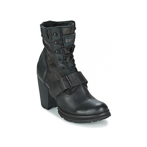 Bunker ACE STRAP women's Low Ankle Boots in Black