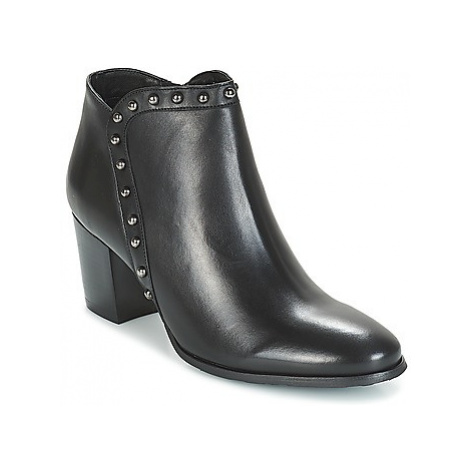 Myma POUTZ women's Low Ankle Boots in Black