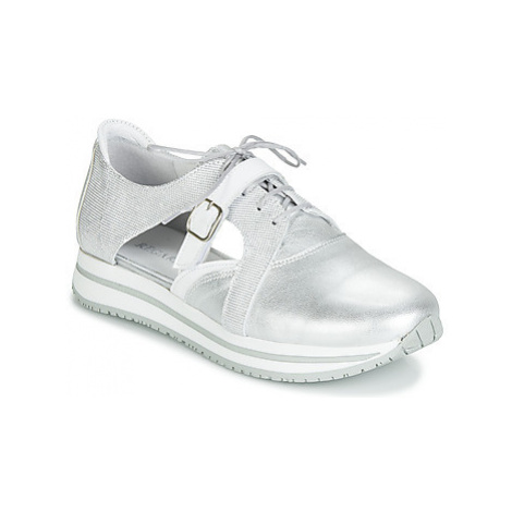 Regard RUPINO V2 METALCRIS ARGENT women's Shoes (Trainers) in Silver
