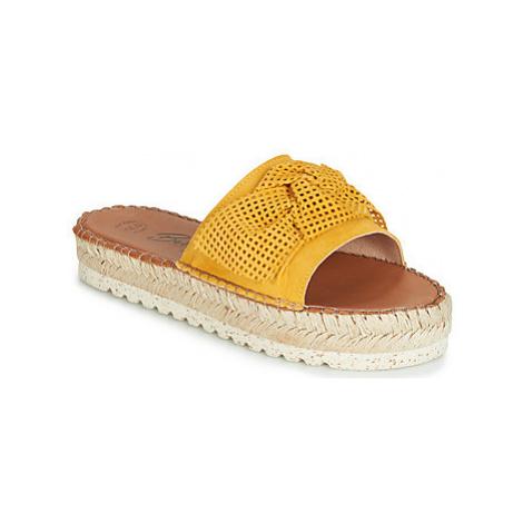 Betty London JIKOTIGE women's Mules / Casual Shoes in Yellow