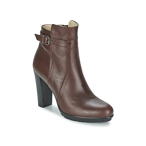 Betty London ARIZONA women's Low Ankle Boots in Brown