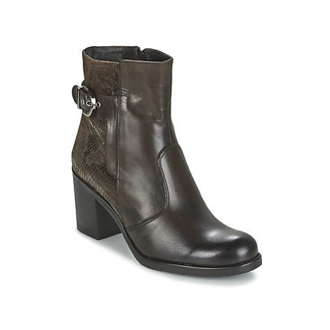 Samoa MOMENGA women's Low Ankle Boots in Brown