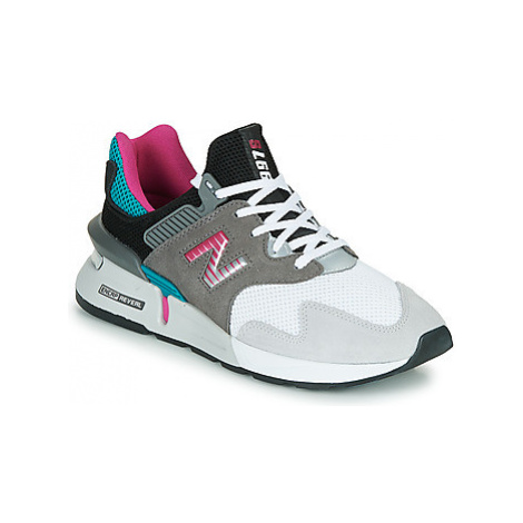 New Balance 997 men's Shoes (Trainers) in Grey