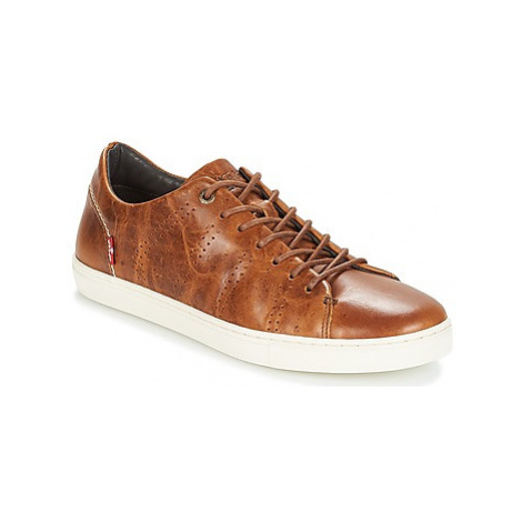 Levis VERNON men's Shoes (Trainers) in Brown Levi´s