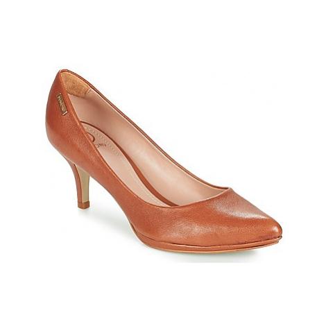 Dumond REAL women's Court Shoes in Beige