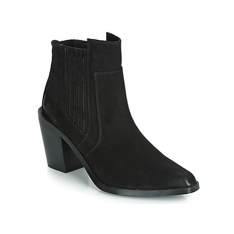 Chattawak LAURENCE women's Low Ankle Boots in Black