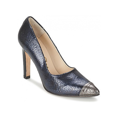 Paco Gil ACERO women's Court Shoes in Black