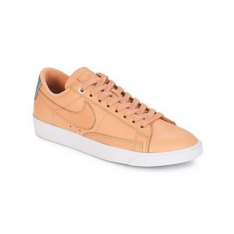 Nike BLAZER LOW SE PREMIUM W women's Shoes (Trainers) in Beige