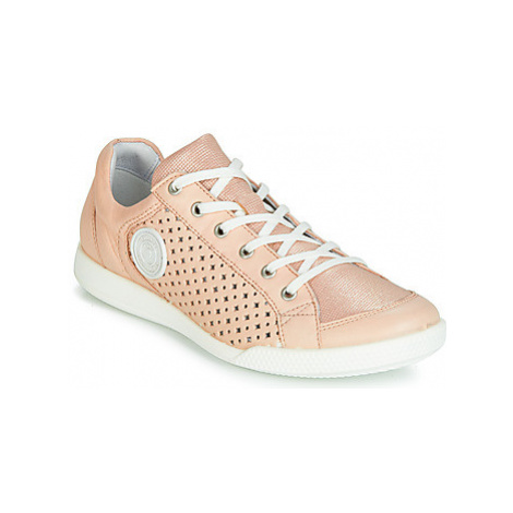 Pataugas PACHA women's Shoes (Trainers) in Pink