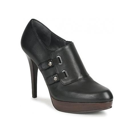 Stuart Weitzman TWO BUCKS women's Low Boots in Black