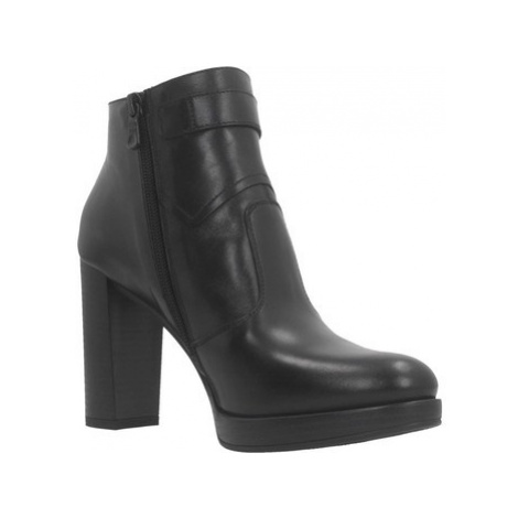 Nero Giardini A908722D women's Low Ankle Boots in Black
