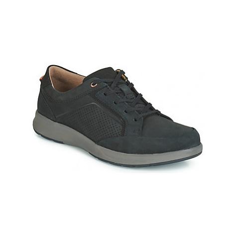 Clarks UN TRAIL FORM men's Shoes (Trainers) in Black