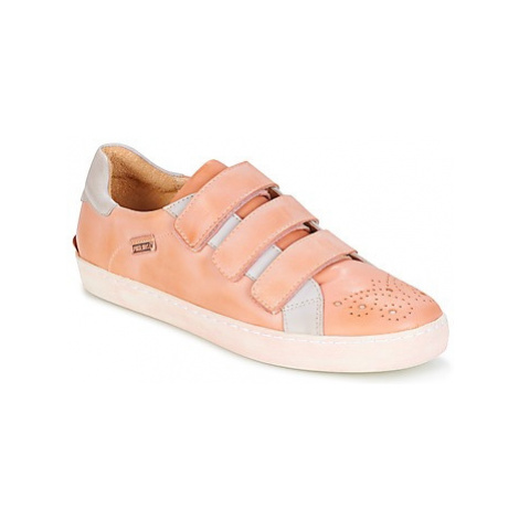 Pikolinos YORKVILLE W0D women's Shoes (Trainers) in Pink