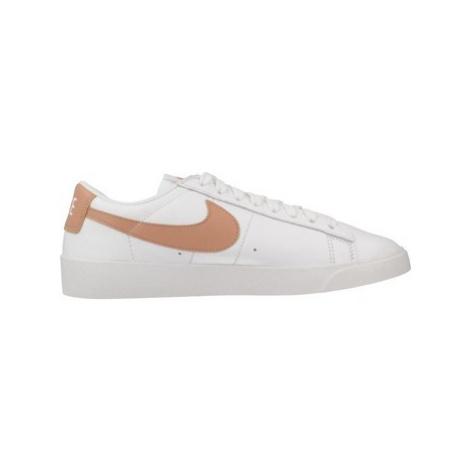 Nike AV9370 women's Shoes (Trainers) in White