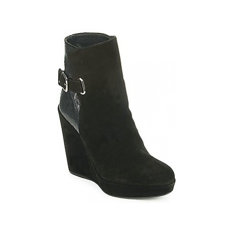 Stuart Weitzman PARAGRAPH women's Low Ankle Boots in Black