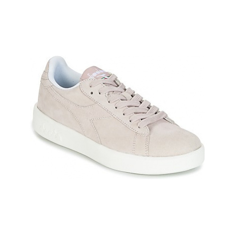 Diadora GAME WIDE NUBE women's Shoes (Trainers) in Beige