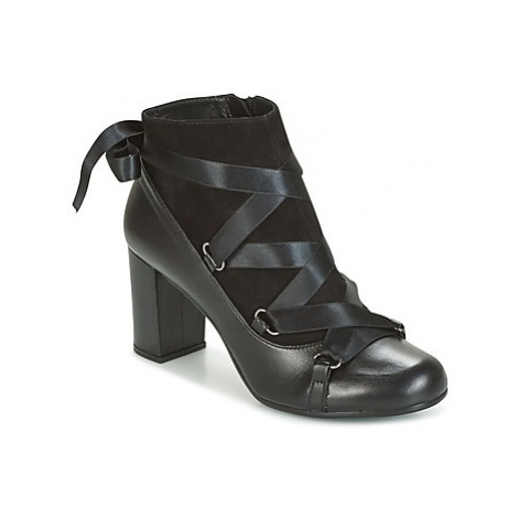 Paco Gil ADORE women's Low Ankle Boots in Black