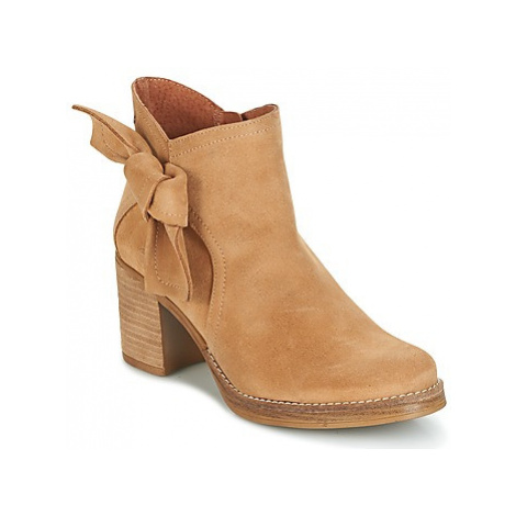 Casual Attitude HIRCHE women's Low Ankle Boots in Beige