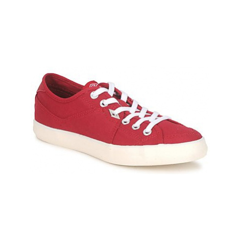 Umbro MILTON LOW men's Slip-ons (Shoes) in Red