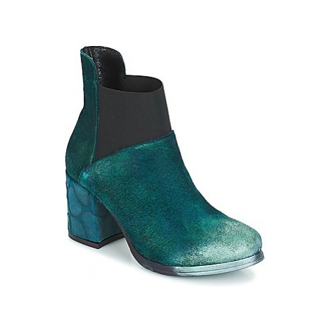 Papucei CLEMATIS women's Low Ankle Boots in Green