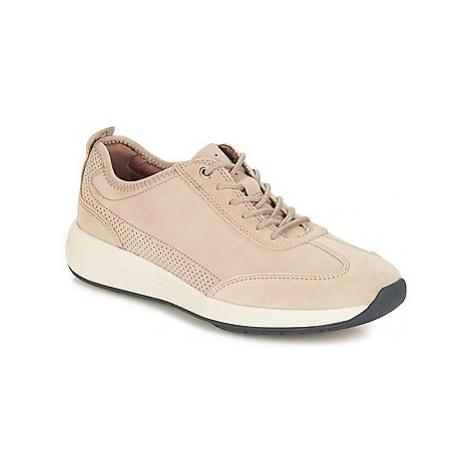 Clarks Un Coast Lace men's Shoes (Trainers) in Beige